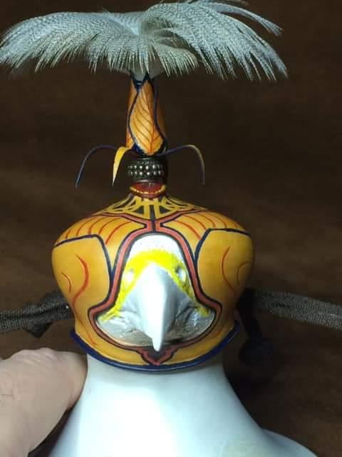 Réplica de cabeza de ave de cetrería para hormar caperuzas